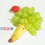 Ежик из груши и винограда: пошаговые фото
