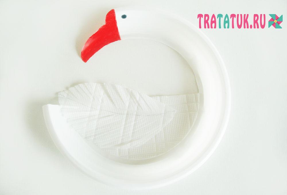 Лебедь из пластиковой тарелки