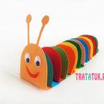 Разноцветная гусеница из бумаги