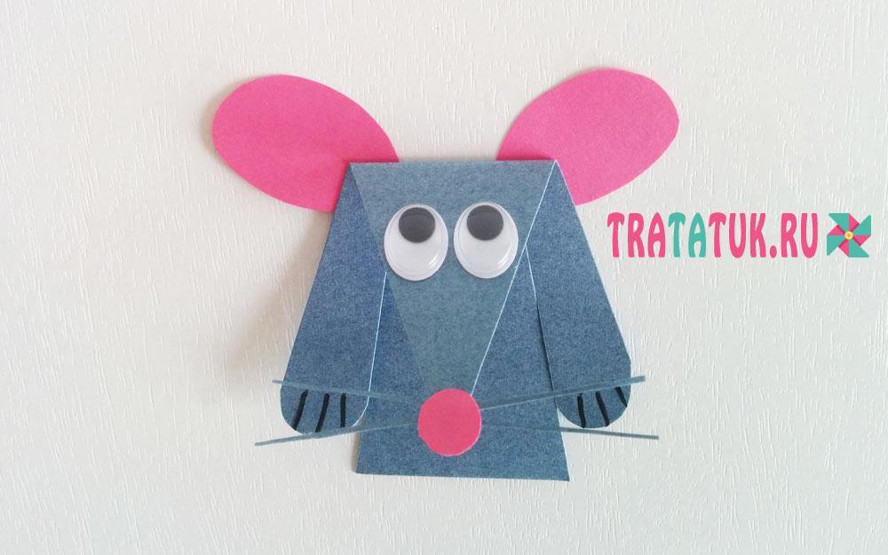 Мышь на сыре из бумаги