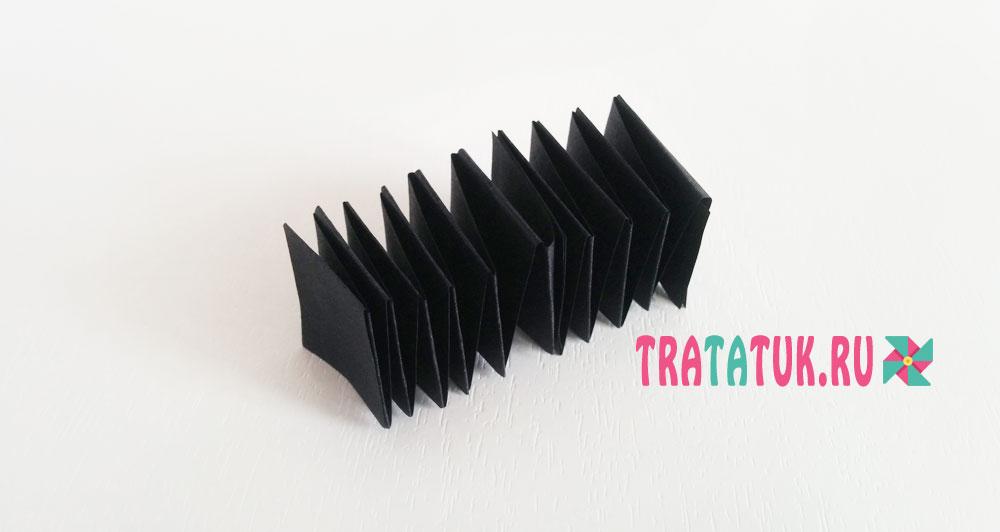 Насекомые из бумажных гармошек