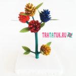Яркие цветы из шишек
