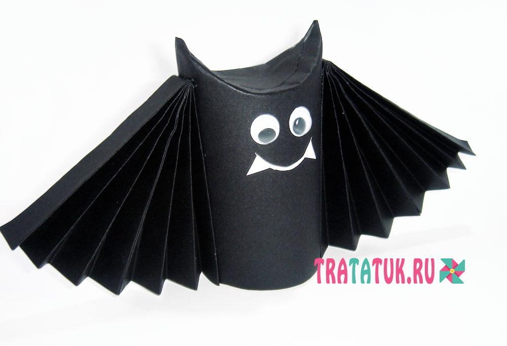 Летучая мышь из втулки от туалетной бумаги