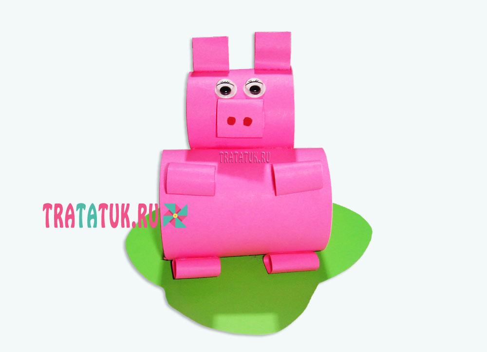 Свинья из бумажных рулонов