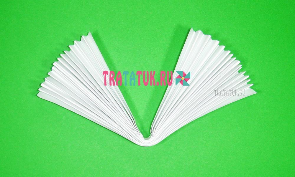 Зайчик из бумаги, сложенной гармошкой