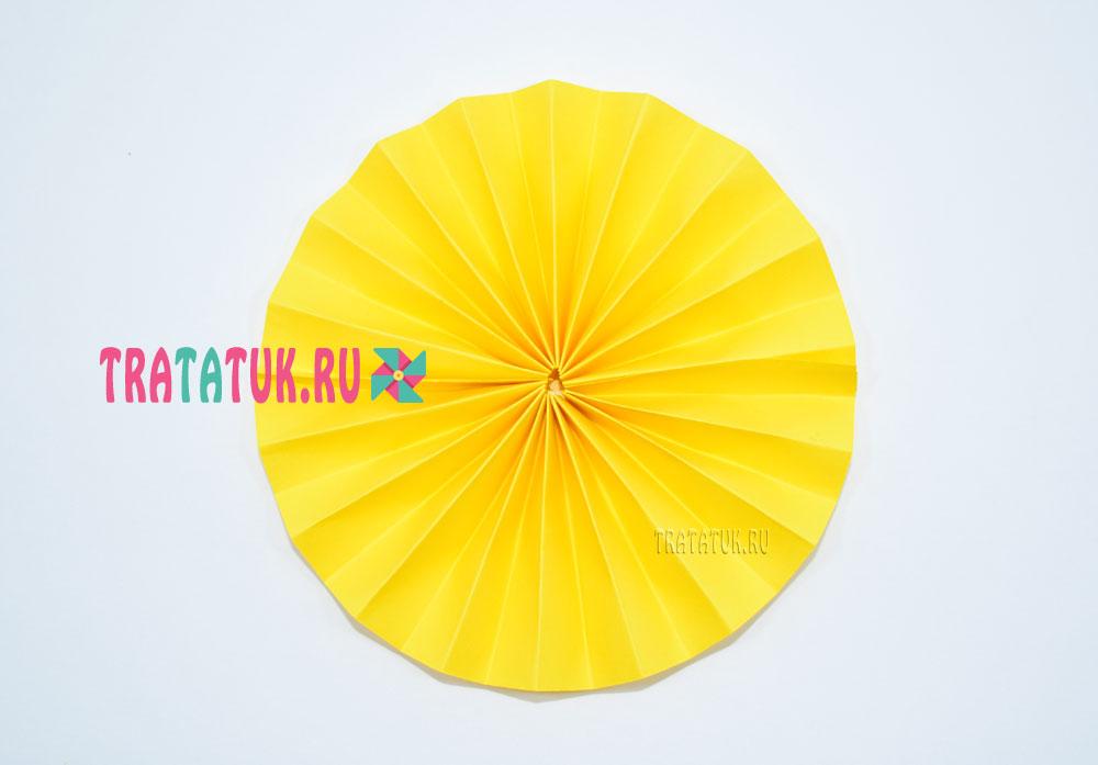 ананас из бумаги гармошкой