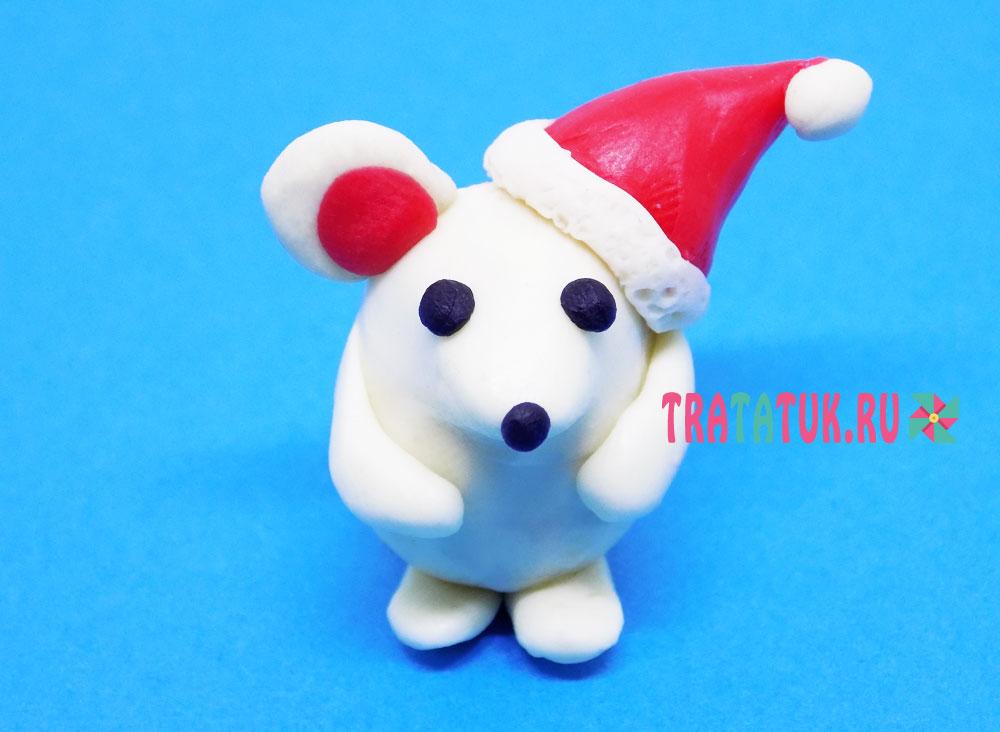 белая мышка из пластилина