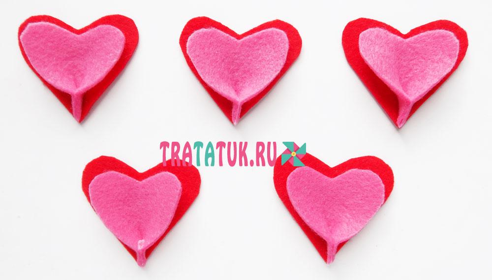 Цветок из фетровых сердечек