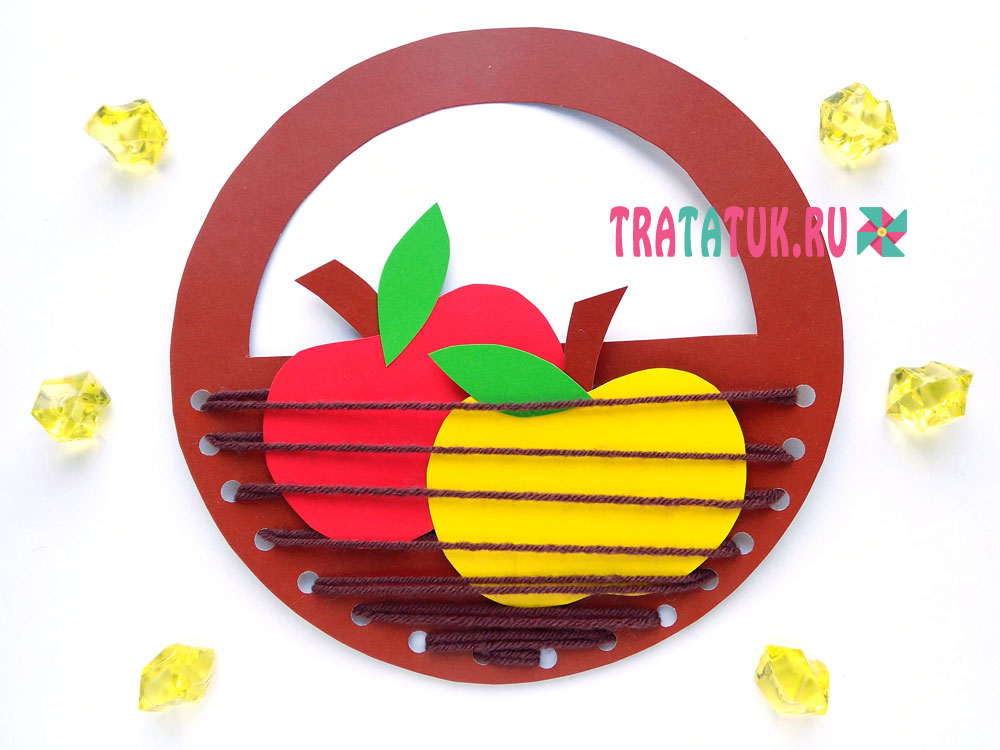 Корзинка с яблоками из картона и ниток