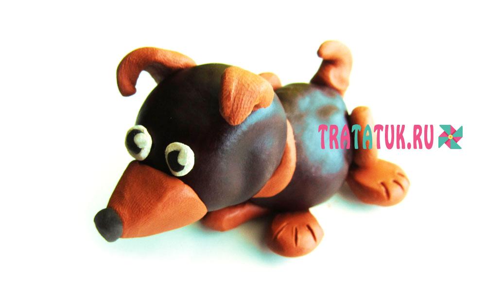 Собака из пластилина и каштанов