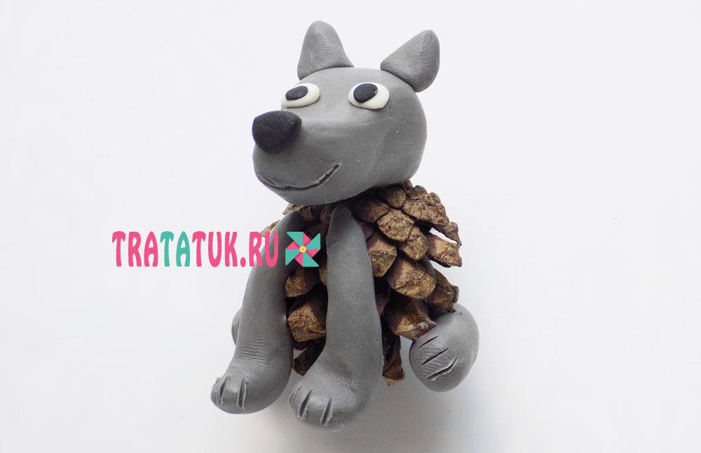 Волк из шишки и пластилина