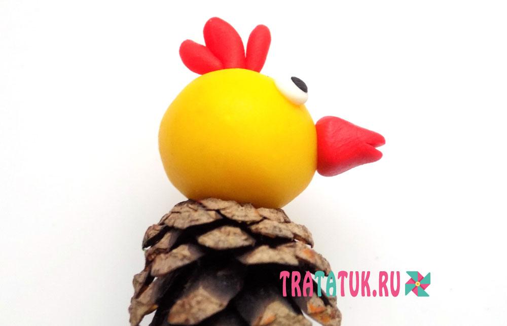 Цыпленок из шишки и пластилина