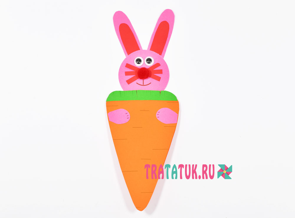 Пасхальная открытка «Зайчик с морковкой»